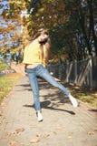 Una mujer hermosa del patinador Fotografía de archivo libre de regalías