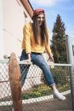 Una mujer hermosa del patinador Foto de archivo libre de regalías