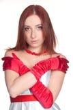 Una mujer hermosa del redhead en cierre rojo y del blanco Fotografía de archivo