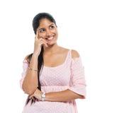 Una mujer india de pensamiento alegre Imágenes de archivo libres de regalías
