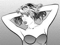 Una mujer joven Mujer linda que detiene el pelo Foto de archivo libre de regalías