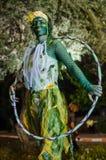 Una mujer que presenta como estatua viva en un festival Imágenes de archivo libres de regalías