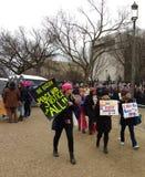 Una nación, paz y justicia para el ` s marzo todos, de las mujeres, las muestras y los carteles, Washington, DC, los E.E.U.U. Fotografía de archivo libre de regalías