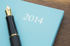 Una natura morta del diario 2014 con la penna stilografica Fotografie Stock