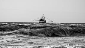Una nave sull'acqua Immagini Stock