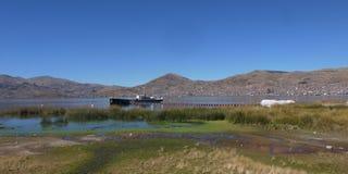 Una nave vieja del vapor del último 1800Â's en el ancla en el lago Titica Foto de archivo libre de regalías
