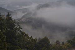 Una nebbia dei paesaggi Fotografie Stock