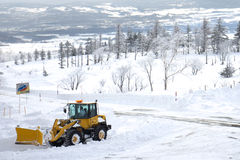 Una nevada grande en el área de montaña de la nieve en Hokkaido, Japón fotos de archivo