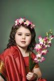 Una niña está en el vestido indio nacional Fotos de archivo libres de regalías