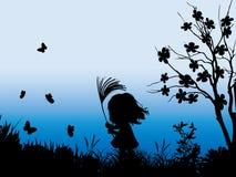 Una niña que juega afuera Imagen de archivo