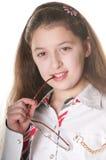 Una niña que presenta con los spestacles Imagenes de archivo