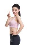 Una nostalgia asiatica felice e sicura dello studio del ` s dell'insegnante di yoga alzando il suo pollice Fotografia Stock Libera da Diritti