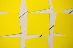 Una nota de post-it amarilla fotografía de archivo