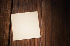 Una nota de post-it blanca fotografía de archivo