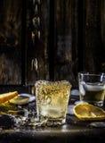 Una notte campale del ` s whiskey nella barra immagine stock libera da diritti