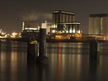 Una notte nel porto di Rotterdam Fotografie Stock Libere da Diritti