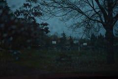 Una notte scura e piovosa immagine stock