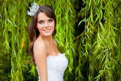 Una novia en la naturaleza Imagen de archivo libre de regalías