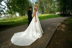 Una novia y un novio Imagen de archivo libre de regalías