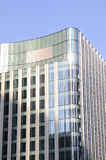 Una nueva construcción con el cielo azul en fondo Fotos de archivo libres de regalías