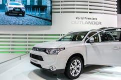 Una nuova automobile del Outlander di Mitsubishi su visualizzazione all'ottantaduesima   Immagine Stock