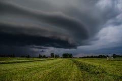 Una nuvola di tempesta fotografia stock
