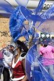 Una obscuridad en alineada azul en el carnaval de Notting Hill Imagenes de archivo