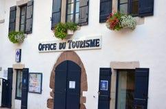 Una oficina de turismo en el país vasco francés (Pays Basque) Foto de archivo libre de regalías