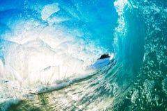 Una ola oceánica azul gigante Fotos de archivo libres de regalías