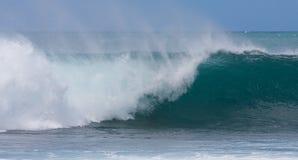 Una onda perfecta para practicar surf Imagen de archivo libre de regalías