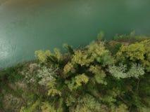 Una opinión aérea del abejón que mira abajo sobre un río cerca de Bolonia, AIE imagen de archivo libre de regalías