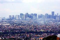 Una opinión aérea edificios comerciales y residenciales y establecimientos en las ciudades de Cainta, de Taytay, de Pasig, de Mak Foto de archivo libre de regalías