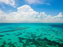 Una opinión aérea Isla Mujeres en Cancun, México fotografía de archivo libre de regalías
