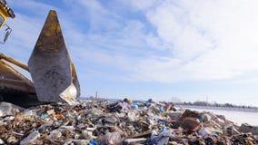Una opinión baja sobre un compresor del vertido en el movimiento Concepto de la contaminación de Enviromet almacen de metraje de vídeo