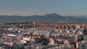 Una opinión de la aleación de aluminio de Alicante soleada metrajes