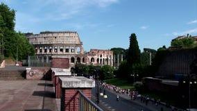 Una opinión de la calle del colosseum romano almacen de metraje de vídeo