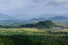 Una opinión de la mañana de un top de la colina Fotos de archivo libres de regalías