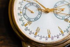 Una opinión de la macro del reloj fotos de archivo