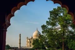 Una opinión de perspectiva sobre el mausoleo del Taj Mahal Imágenes de archivo libres de regalías