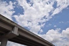 Una opinión del cielo del camino al éxito Fotos de archivo libres de regalías