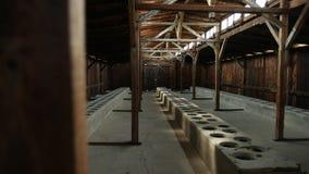 Una opinión del cuartel dentro del campo de concentración en Polonia Auschwitz Birkenau almacen de metraje de vídeo
