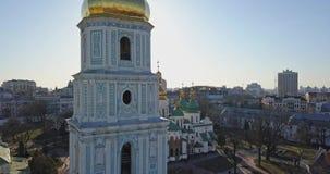 Una opinión del ojo del ` s del pájaro, un vídeo panorámico del abejón en 4K al campanario de la catedral- del ` s de Sophia del  metrajes