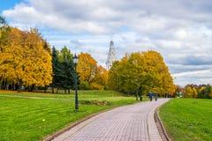 Una opinión del otoño de la iglesia de la ascensión en Kolomenskoye, Moscú Imagenes de archivo