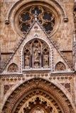 Una opinión del primer de los elementos decorativos de una catedral foto de archivo