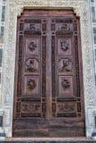 Una opinión del primer de una puerta foto de archivo