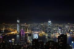 Una opinión escénica de la noche de los skyscarpers de Hong Kong, del vencedor Fotografía de archivo libre de regalías