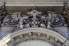 Una opinión exterior del primer sobre una composición escultural sobre la entrada de Berlin Cathedral fotografía de archivo libre de regalías
