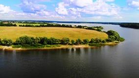 Una opinión maravillosa del lago de la península Reconstrucción en naturaleza almacen de metraje de vídeo