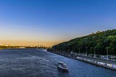 Una opinión sobre el río de Dnipro del puente imagen de archivo