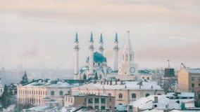 Una opinión sobre la vista principal de Kazán - mezquita central Kazan Kremlin almacen de metraje de vídeo